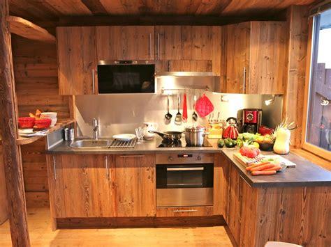 cuisine en vieux bois coeur station luxe charme vieux bois 6 couchages