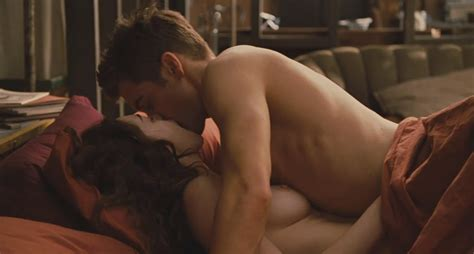 Evagothika Anne Hathaway Nude Scenes In Love And Other Drugs