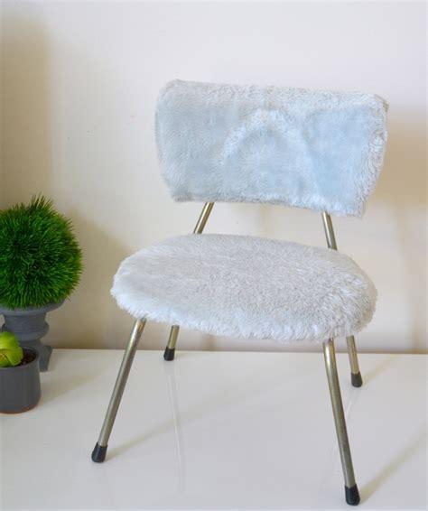 chaise bleue chaise moumoute enfant bleue vintage chair haute juice