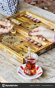 Backgammon Spiel Kaufen : backgammon spiel mit zwei w rfeln stockfoto seb ra ~ A.2002-acura-tl-radio.info Haus und Dekorationen