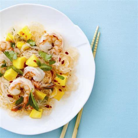 cuisiner des crevettes cuites salade de nouilles aux crevettes et à la mangue châtelaine