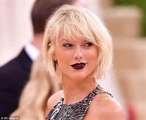 Taylor Swift Red Lipstick Look