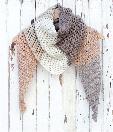 desert winds modern crochet triangle scarf favecraftscom