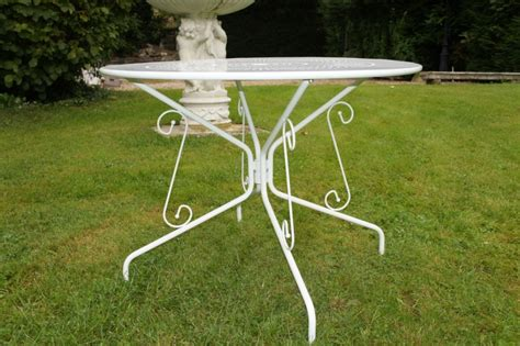 table de jardin en fer tradition