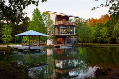 Serene House With Courtyard Pond : Paddle Right Up To This Serene Modern Pond House