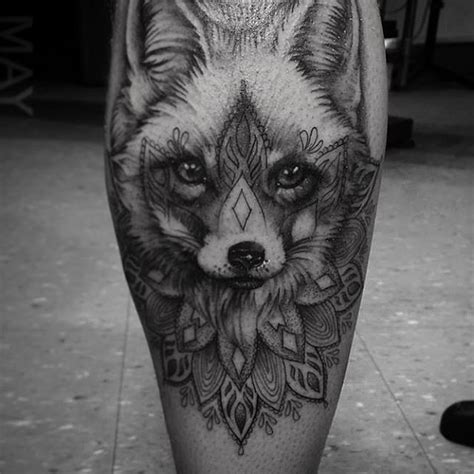 tatouage loup femme mandala