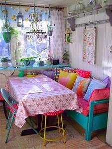 shabby chic kitchen benches are a great idea in a small With markise balkon mit tapete shabby chic
