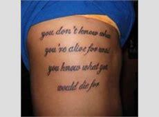 Modele Tatouage Phrase Famille Sur Les Cotes Idee Tattoo Art