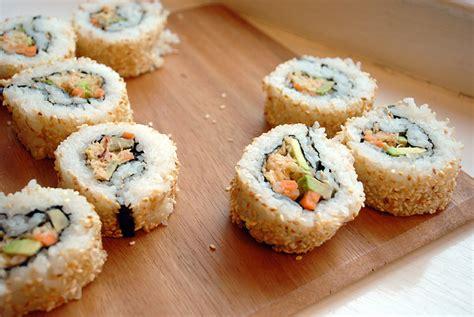 recettes cuisine japonaise recette sushi maki inversé california roll saumon cuit