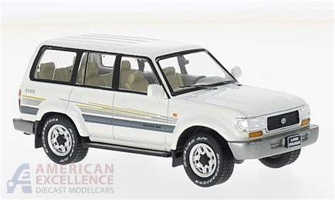 diecast car toyota land cruiser lc80 metallic white 1996