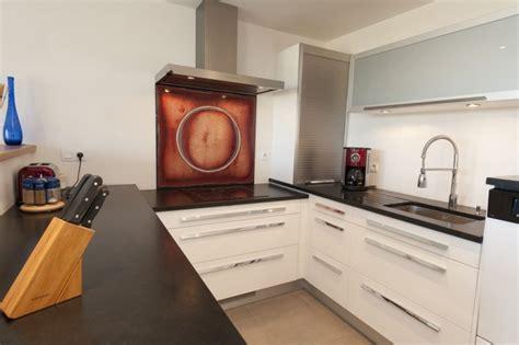 cuisine blanche plan de travail noir cuisine bois plan de travail noir cool superbe cuisine