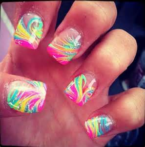 Cool nails feather streaks using a toothpick with some glitter
