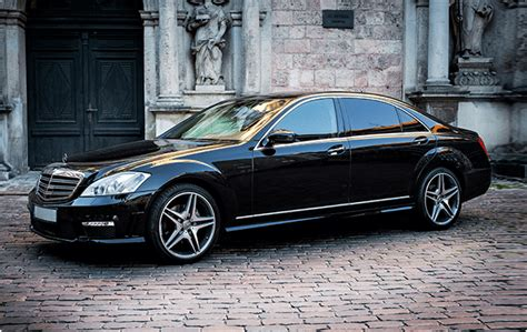 The striking front end of the vehicle featured three headlamps and horizontal air intake slits instead of the classic radiator grille. Tallinn Limo Service - Luxury Sedans - Mercedes Benz S Class Black W221 Long