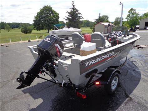Bass Pro Boat Guides by 10 Bass Tracker Pro Guide 16 Bass Boat 50hp Mercury