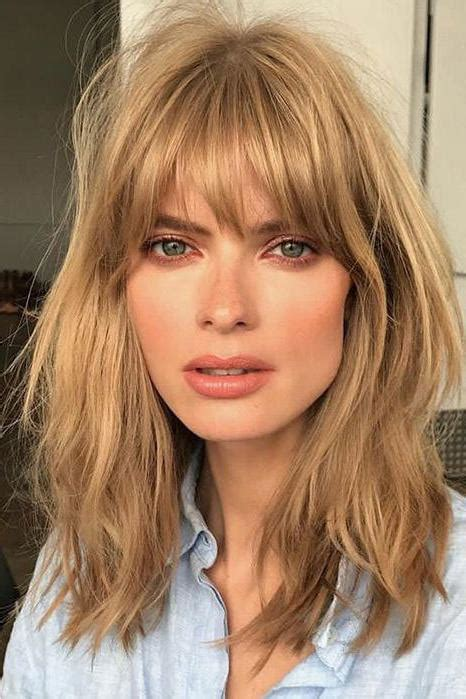 Hairstyles For With Fringe by Fringe Bangs Are Coming Back And It Looks On Everyone