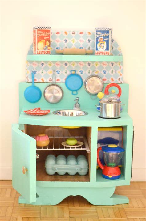 cuisine avec enfants diy une cuisine enfant en bois à fabriquer à partir de