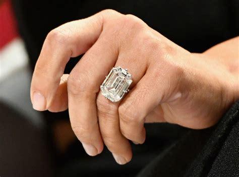 kim kardashian robbed of 11 million worth of jewelry