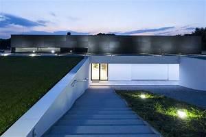Maison Semi Enterrée : magnifique maison semi enterr e aux formes rectangulaires ~ Voncanada.com Idées de Décoration