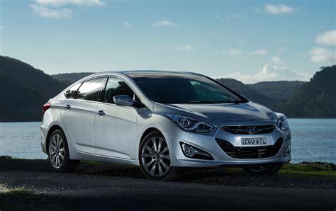Hyundai In by 2012 Hyundai I40 Sedan Expands Mid Size Line Up Photos
