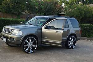 Sell Used 2002 Explorer Limited On 26 Rims In Houston