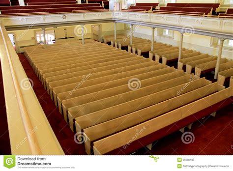 banchi chiesa banchi di chiesa della chiesa immagine stock immagine di