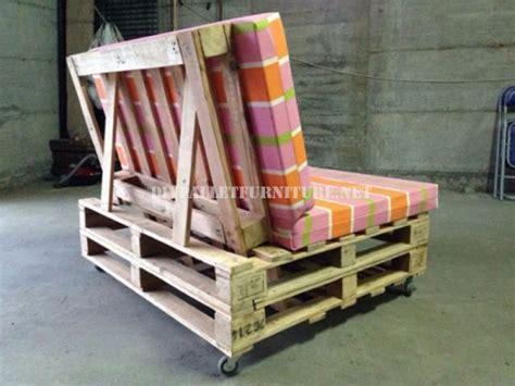 canapé avec des palettes canapé mobile avec des palettesmeuble en palette meuble