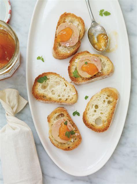 canap駸 au foie gras canapés au foie gras et aux abricots recettes ricardo recette