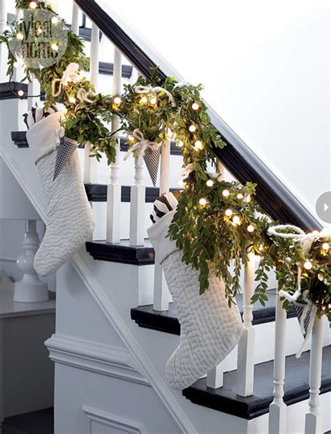 garland staircase decorating christmas decorating ideas fun ways to decorate stairs