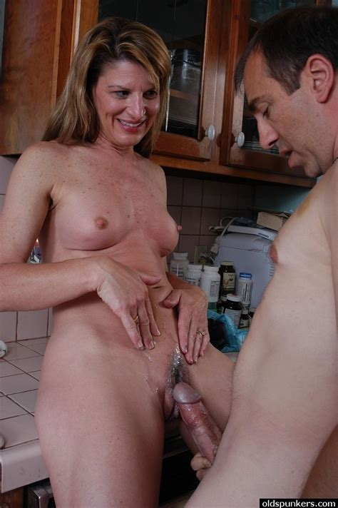 Horny Mature Linda Leaves Neighbor To Fuck Her Furry Cunt