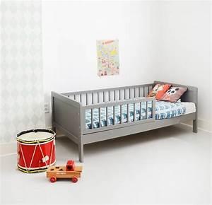 Lit Pour Enfant De 2 Ans : lit enfant bois 70x140 cm gris petite am lie ~ Teatrodelosmanantiales.com Idées de Décoration