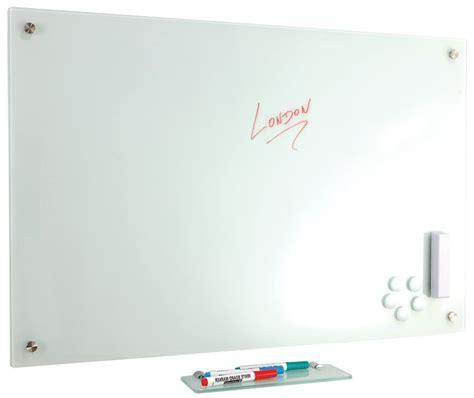 stijlvol glazen whiteboard met pennenbakje en accessoires