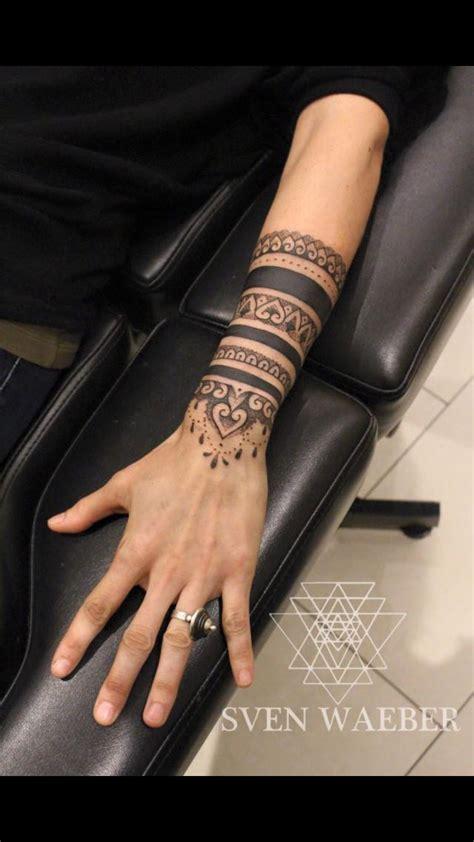 tatouage avant bras effet bijoux bracelet