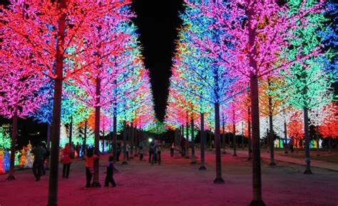 30 absolutely beautiful christmas decorations from around the world hongkiat