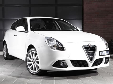 2010 Alfa Romeo Giulietta by Alfa Romeo Giulietta Specs 2010 2011 2012 2013 2014