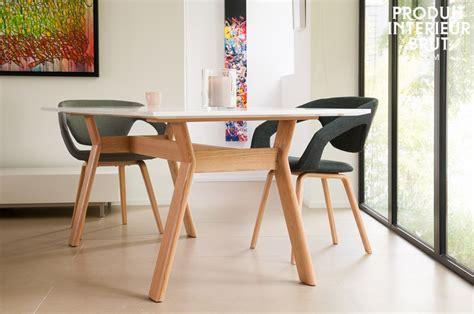 table cuisine scandinave cuisine scandinave table ronde chaises eames suspension cuivre et