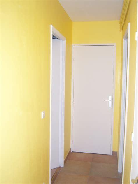 cuisine renovation rénovation d un appartement couloir en jaune soleil