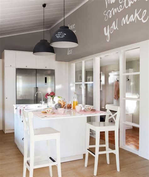 tres cocinas blancas  color tres estilos distintos