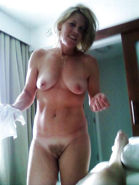 Moms Naked Pics XHamster