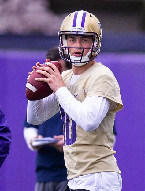 washington husky practice football huskies seattle spring team uw jacob university quarterback eason lake stevens mike