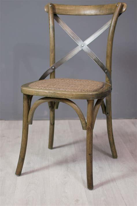 cuisine vieux bois assise et fauteuil chaise bistrot en chêne et métal