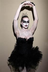 "Katie Lohmann ""Black Swan"" Halloween Costume"