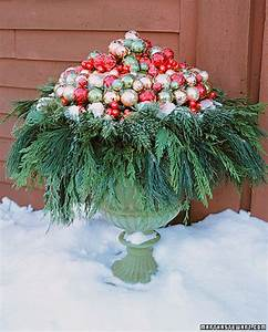 Decorating, With, Urns, Christmas, Edition