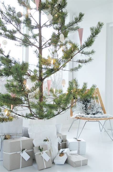 picture of minimalist and modern christmas tree decor ideas - Modern Christmas Tree Decorations