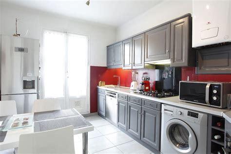 peindre carrelage plan de travail cuisine home staging et relooking d 39 une cuisine en chêne rustique