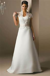 simple elegant satin and lace wedding dress strapless With bolero robe de mariée