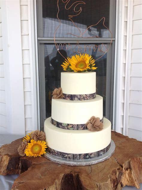 wedding cake  camouflage ribbon cakecupcake
