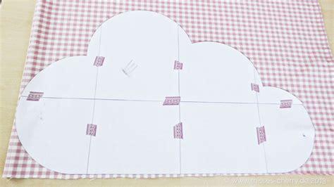 Schnittmuster kostenlos herunterladen und losnähen. Wolkenkissen Freebook kostenlose Anleitung mit Schnittmuster | Nähen | Pinterest | Babies ...