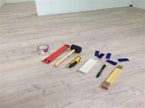 werkzeug laminat verlegen vinylboden selbst verlegen anleitung und tipps zum verlegen