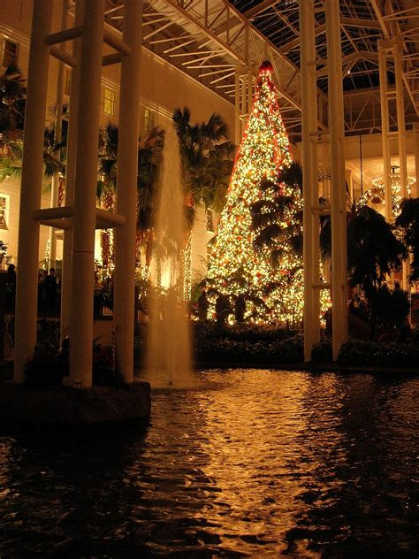 christmas lights of nashville the rustic victorian christmas at the opryland hotel in