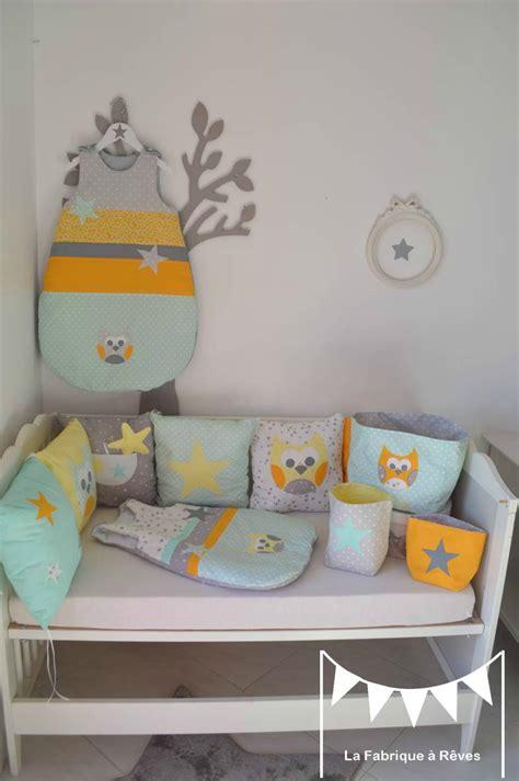 chambre bébé vert et blanc linge lit turbulette gigoteuse tour de lit bébé enfant